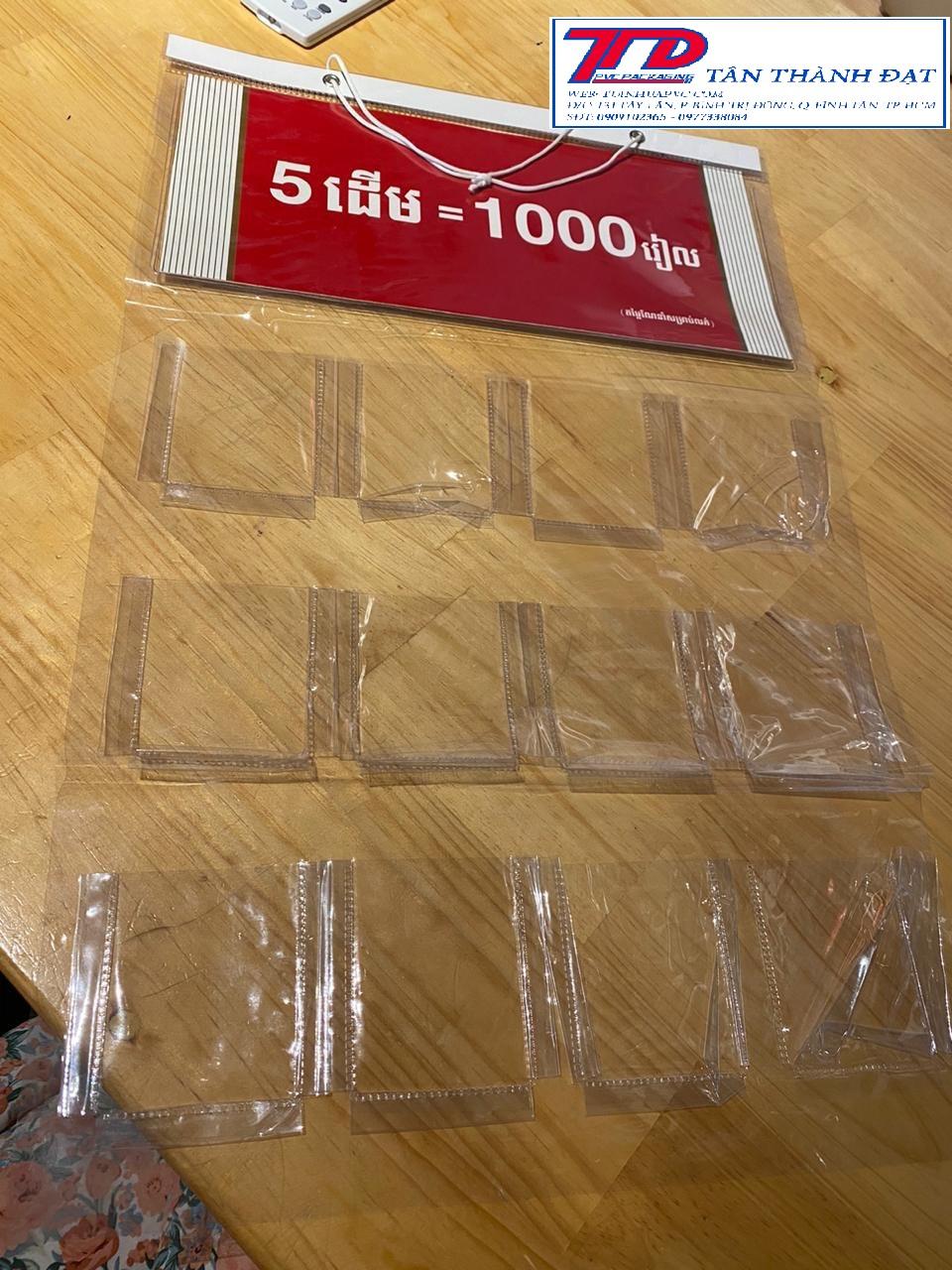 vỉ treo quảng cáo nhựa pvc